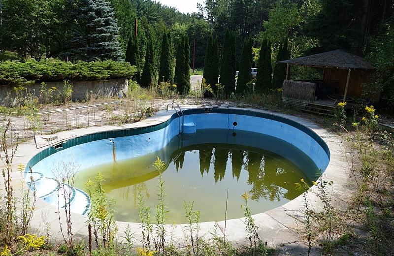 pool, King City Grow Op Mansion in Ontario, mansion, grow op, marijuana, 420, illegal, drug dealers, drugs, abandoned mansion, abandoned Ontario, king city grow op, keene