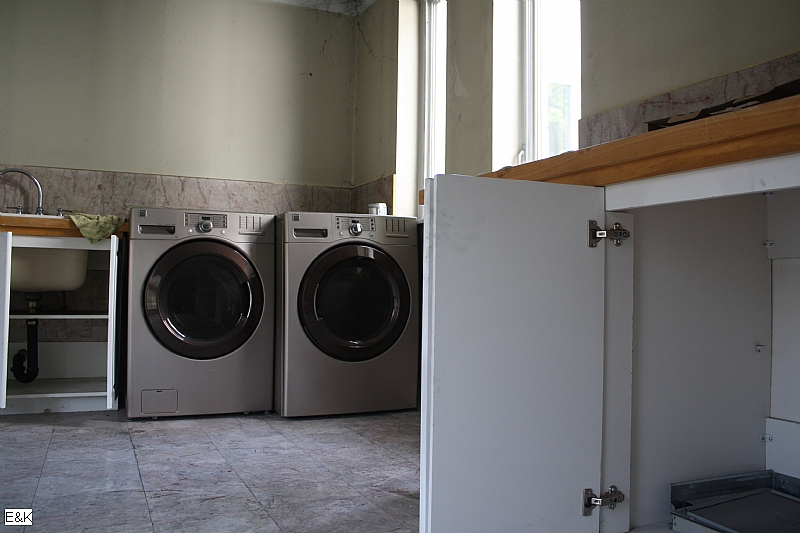 new washer and dryer, King City Grow Op Mansion in Ontario, mansion, grow op, marijuana, 420, illegal, drug dealers, drugs, abandoned mansion, abandoned Ontario, king city grow op, keene