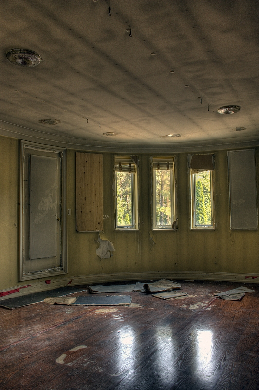 after photo of bedroom, King City Grow Op Mansion in Ontario, mansion, grow op, marijuana, 420, illegal, drug dealers, drugs, abandoned mansion, abandoned Ontario, king city grow op, keene
